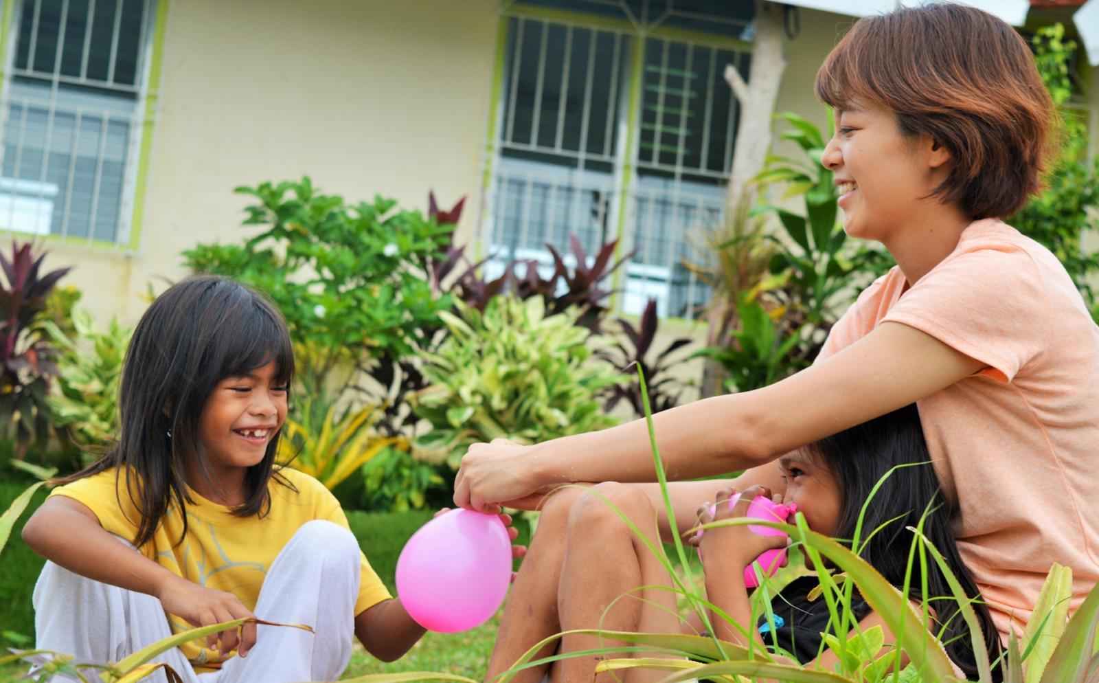 フィリピンで短期海外ボランティア中の日本人参加者